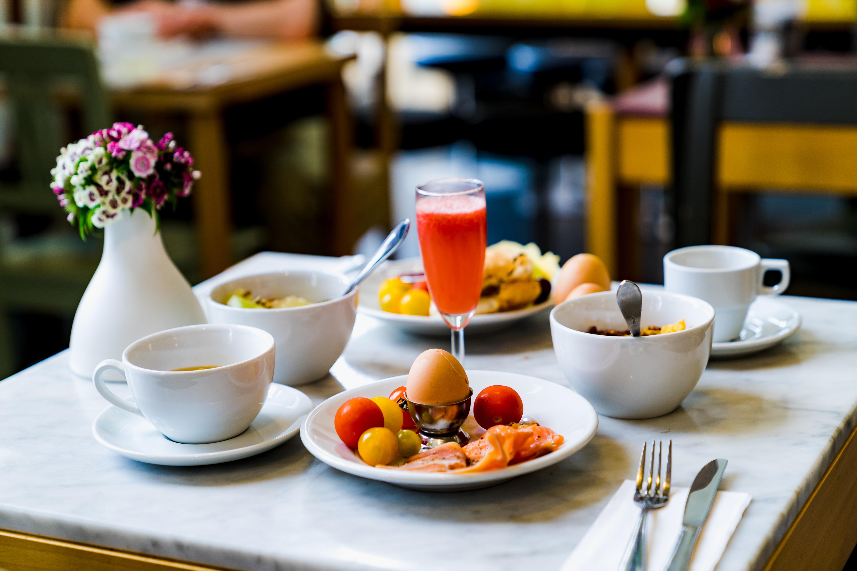ih-hotels-milano-lorenteggio-hotel-business-internationa-buffet-breakfast