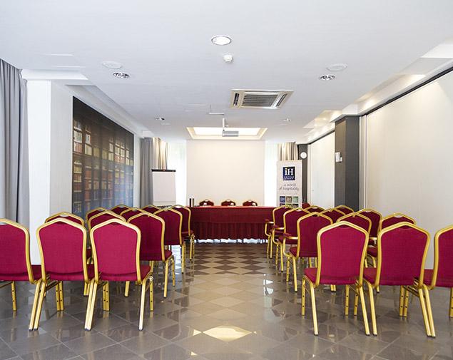 ih-hotels-bologna-amadeus-albergo-sala-meeting-verdi