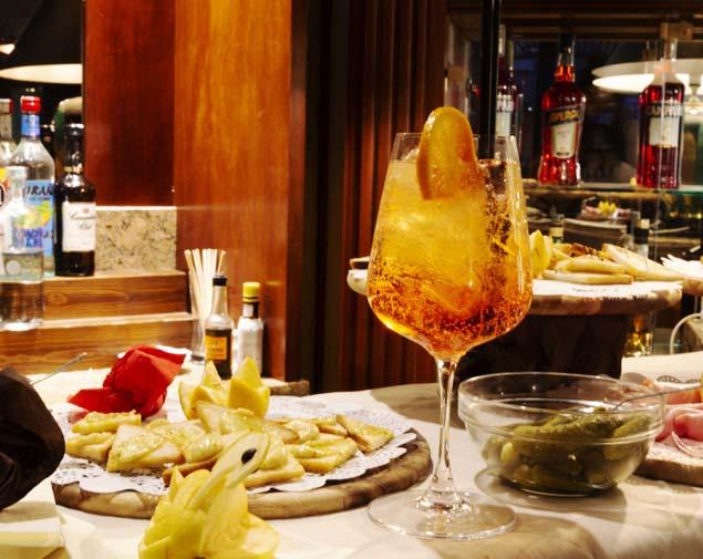 ih-hotels-bologna-amadeus-lobby-bar