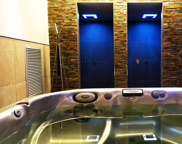 Spa-wellness/ih-hotels-bologna-amadeus-albergo-4-stelle-spa-idromassaggio-doccia-emozionale