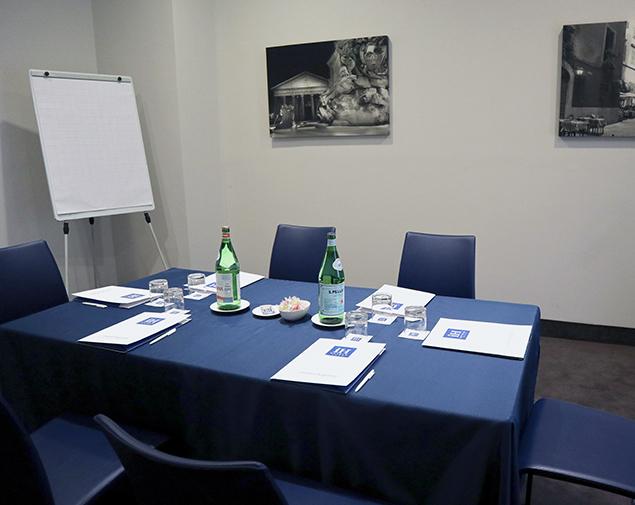 ih-hotels-roma-dei-borgia-sala-meeting-alessandro
