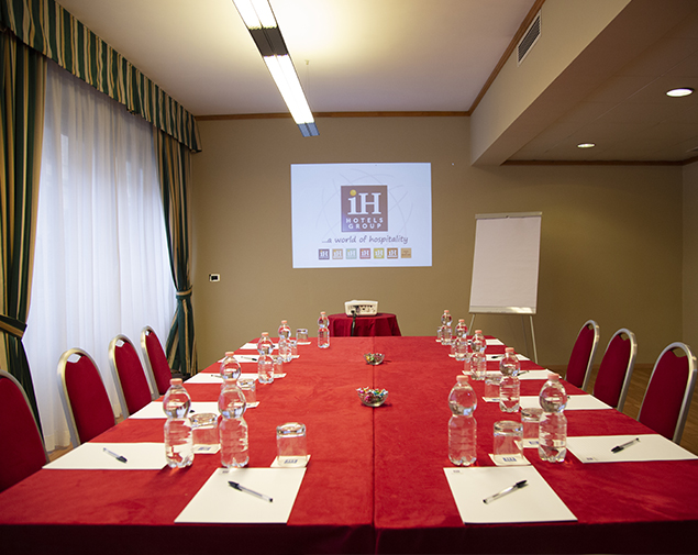 iH-Hotels-Roma-Cicerone-Meeting-Room-Sala-Executive