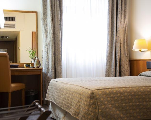 ih-hotels-milano-eur-trezzano-camera-matrimoniale-standard