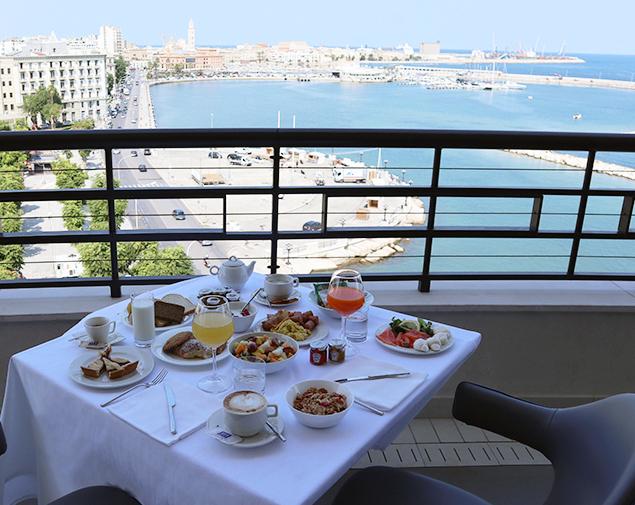 ih-hotels-bari-grande-albergo-delle-nazioni-breakfast