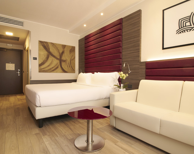 ih-hotels-milano-lorenteggio-camera-matrimoniale-e-sofa-bed
