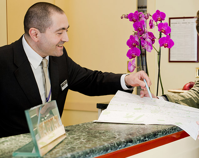 ih-hotels-milano-regency-concierge