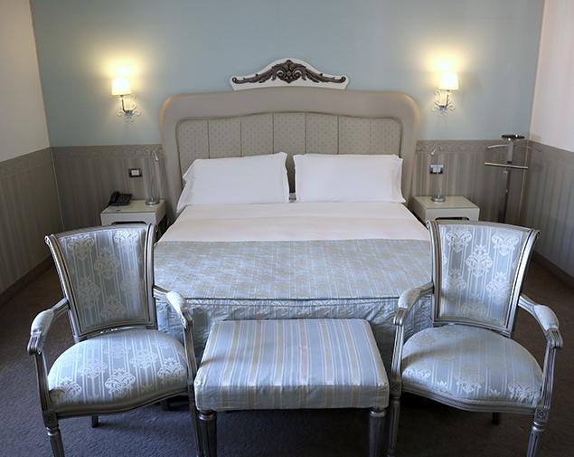 iH-Hotels-Bari-Oriente-camera-deluxe