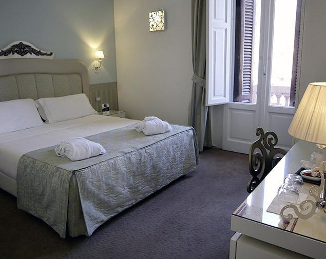 iH-Hotels-Bari-Oriente-room-deluxe