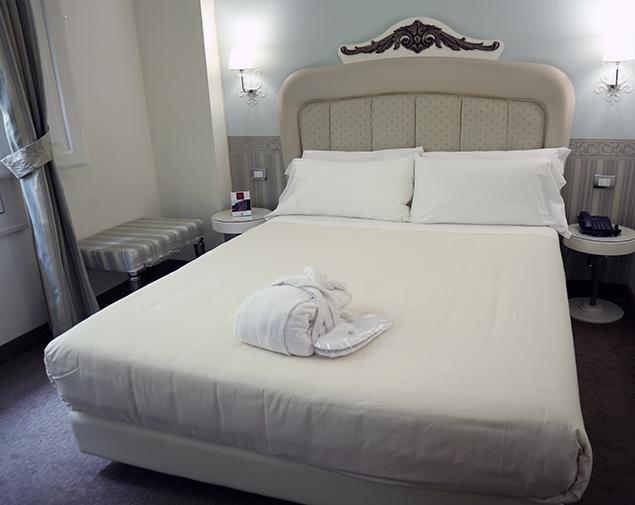 iH-Hotels-Bari-Oriente-camera-matrimoniale-classic