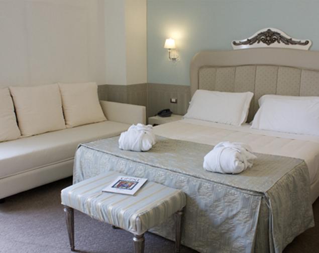 iH-Hotels-Bari-Oriente-Room-Triple
