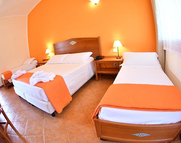 ih-hotels-villasimius-le-zagare-resort-camere_quadrupla